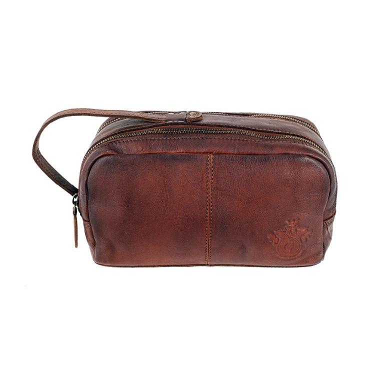 Carlobolaget Milano Necessär Cognac, Necessär med en rå vintage-look tillverkad av rejält läder.