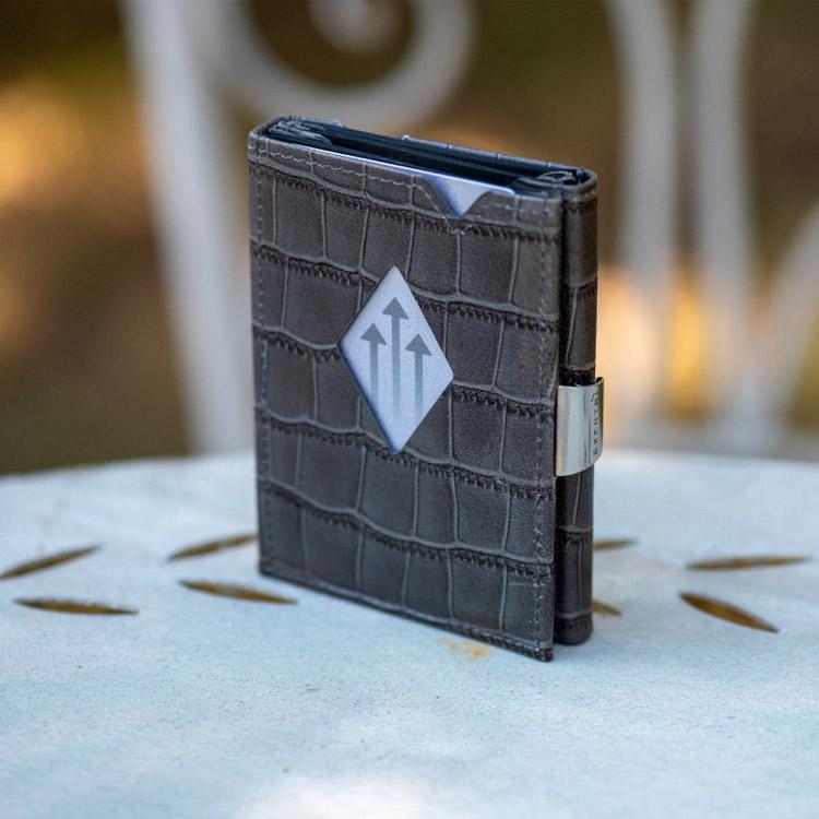 Exentri Wallet Caiman Grey, smart plånbok designad för kort, sedlar och kvitton.
