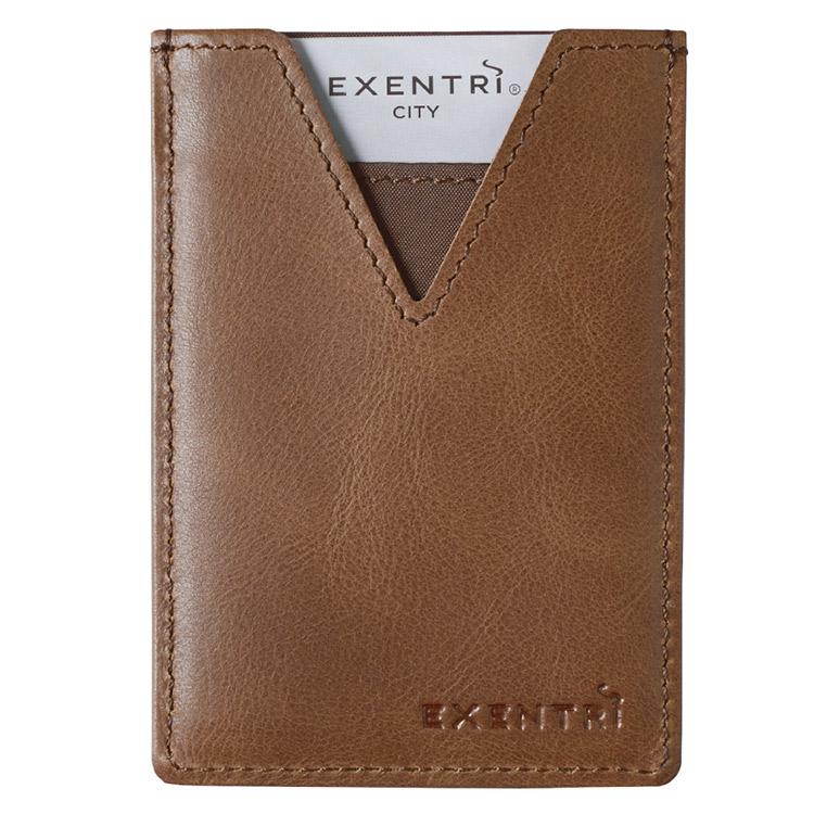 Exentri City Hazelnut, liten, praktisk och elegant korthållare designad för 3 kort.
