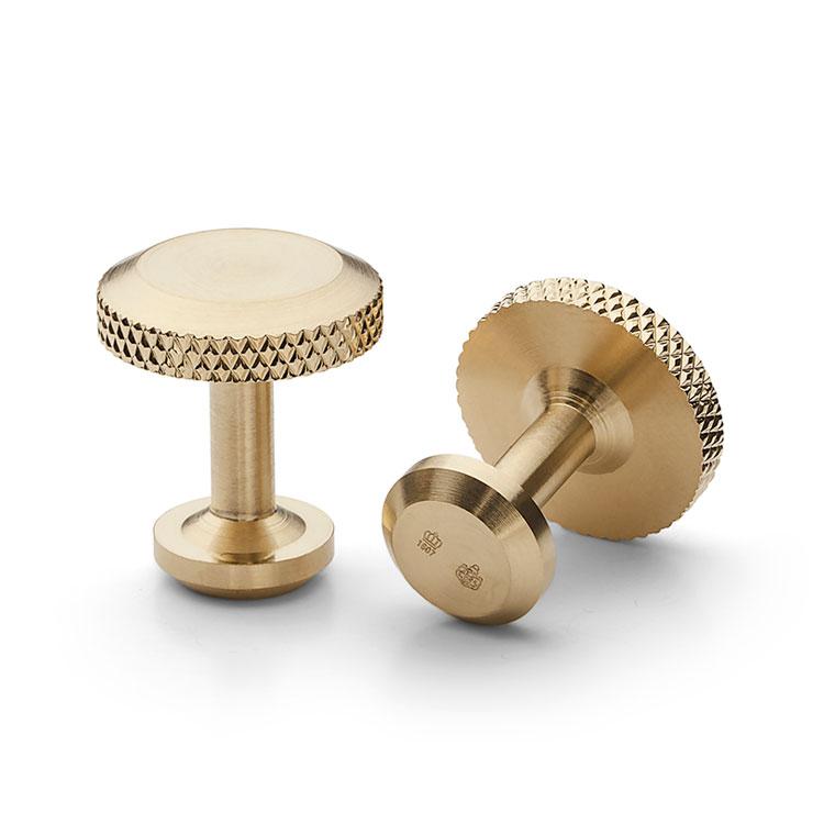 Skultuna Icon Model 8 Matte Gold, Manschettknappar i matt guldpläterad mässing med ren och tidlös design.