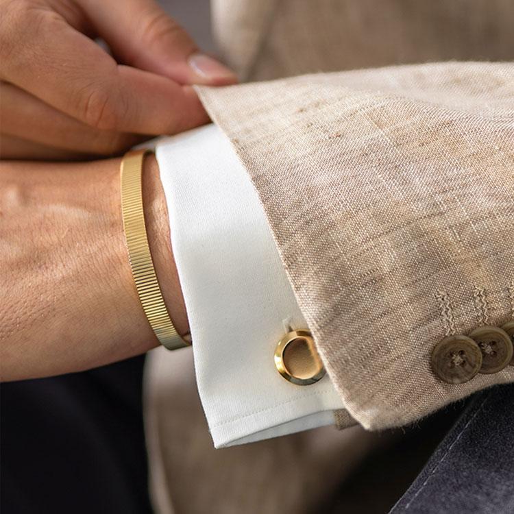 Skultuna Icon Model 8 Gold Plated, Manschettknappar i guldpläterad mässing med ren och tidlös design.