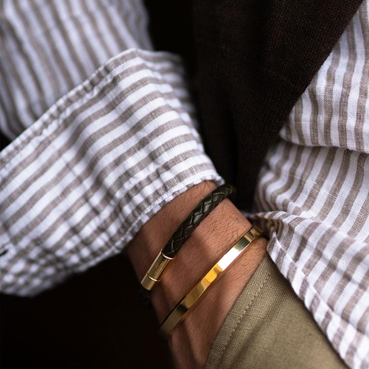 Skultuna Leather Bracelet Gold Black, armband med flätat läder i svart och guldpläterad mässing.