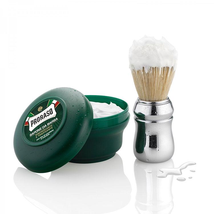 Proraso Shaving Brush, rakborste fylld med styvare naturborst som ger en skön ansiktsmassage och exfolierar huden.