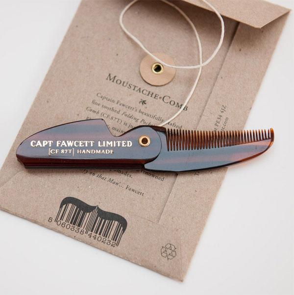 Captain Fawcett Folding Pocket Moustache Comb, Snygg brunmelerad mustaschkam i praktiskt fickformat.