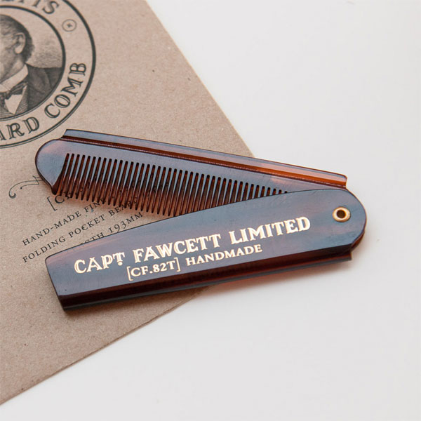 Captain Fawcett Folding Pocket Beard Comb, Snygg brunmelerad skäggkam i praktiskt fickformat.