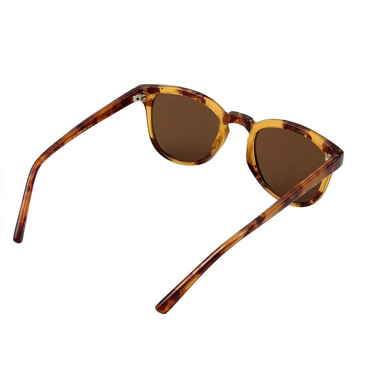 A.Kjærbede Solglasögon Bate Demi Light Brown Tortoise