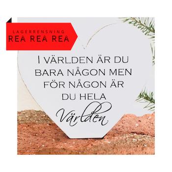 STÅENDE TRÄHJÄRTA MED SVENSK TEXT