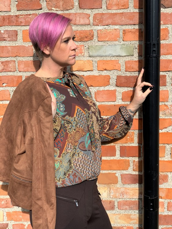 New Odd Things Blus - Lecia LS Brown Paisley Woven
