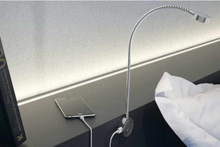 Säng-/läslampa - krom med USB-uttag