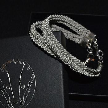 Nålbundet armband, silverfärgat klassiskt