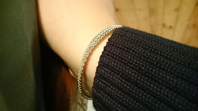 Nålbundet armband
