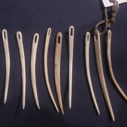 Nålbindningsnål i horn