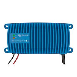 Victron Energy BPC241247006 - Blue Smart IP67 batteriladdare 24V/12A, Bluetooth, 7-stegs laddning, för Lithium och blybatterier