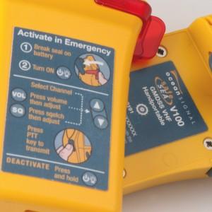 Ocean Signal 720S-00585 - SafeSea V100E GMDSS bärbar VHF-radio, 21 simplexkanaler, Li-batteri (Nödanvändning)
