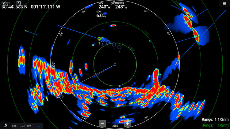 Raymarine - Quantum 2, Q24D inkl. 15m el och datakabel