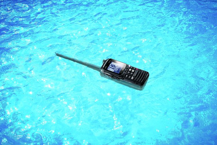 Standard Horizon - Flytande 6 Watt klass H DSC handhållen VHF med GPS, Svart