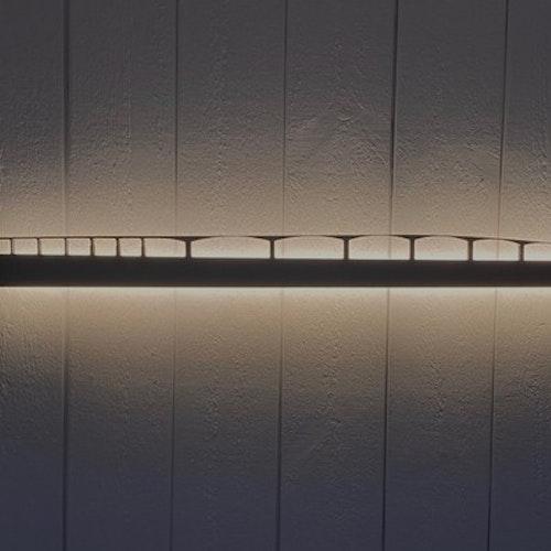 Vägglampa Ölandsbron 120 cm lång