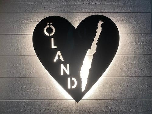 Vägglampa ÖLAND i våra hjärtan med vit belysning