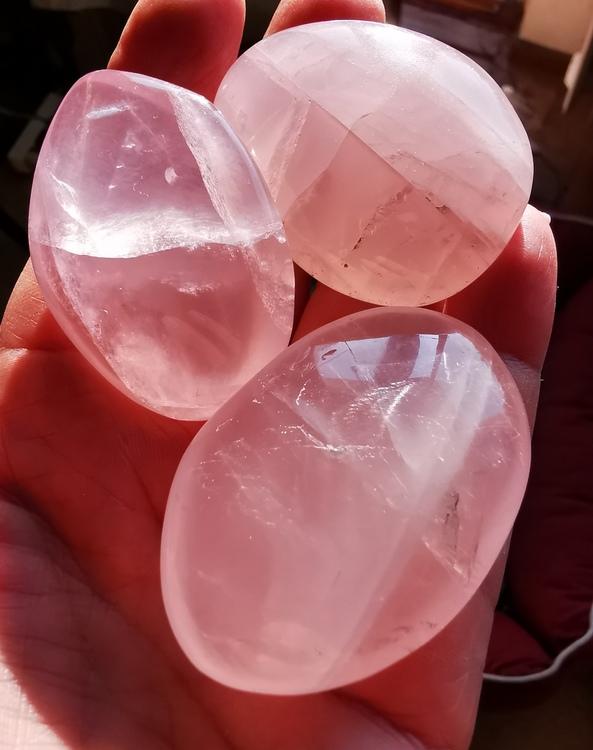 Rosenkvarts pebbles