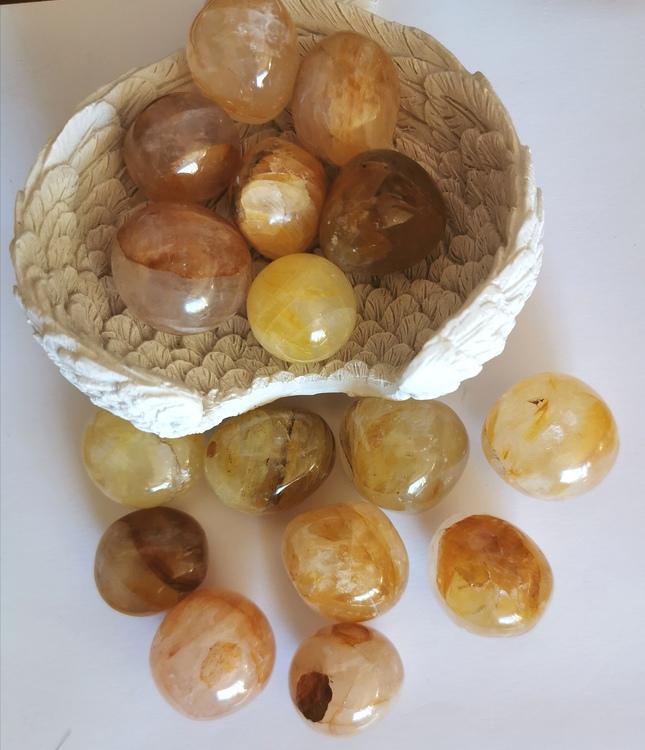 Gul Bergskristall/Golden Healer cuddlestone