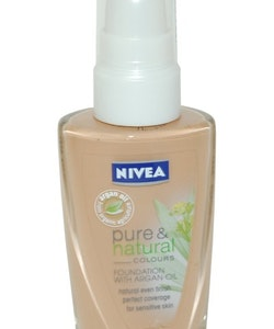 Nivea Pure & Natural Foundation with Argan Oil  30 ml Caramel