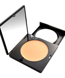 Manhattan Compact Velvet Matt Cream Make Up-01Naturelle