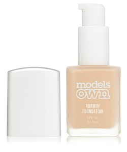 Models Own Runaway Oilfree SPF30 Foundation-04 Buff