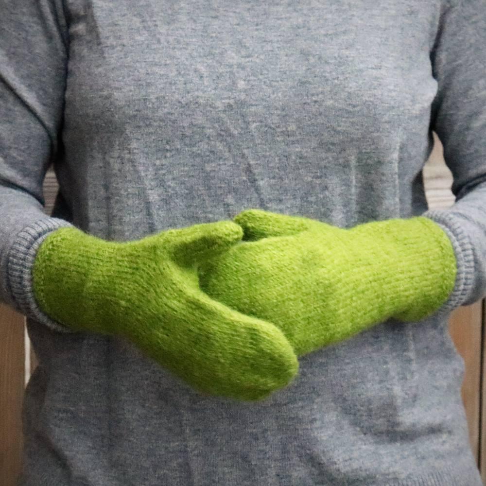 Handstickade ullvantar - Gräsgrön