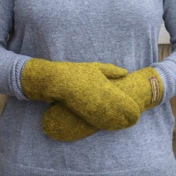Handstickade ullvantar - Patinagul