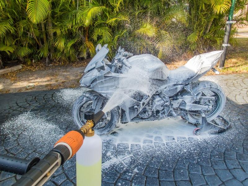 Såhär tvättar du motorcykeln med högtryckstvätt