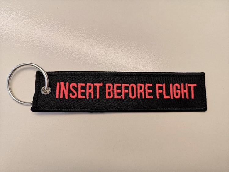 Nyckelring insert before flight