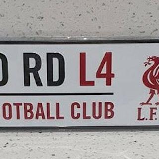 Liverpool Anfield Road vägskylt med sugproppar