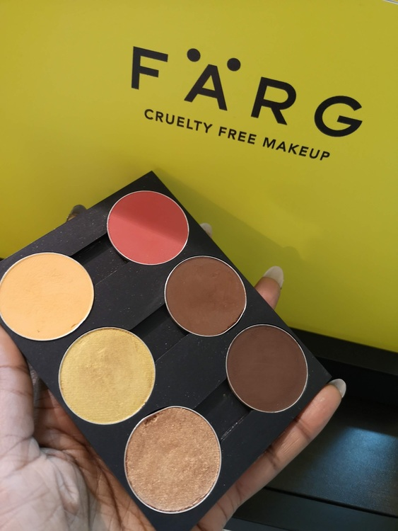Aysha Jones x Färg highlight/contour palette
