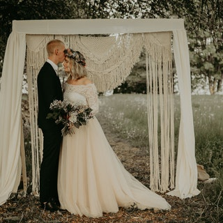 MAKRAMÉ BACKDROP Till bröllop