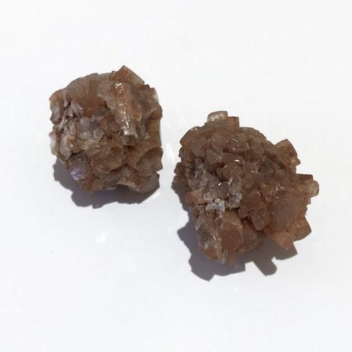 Aragonit, brun, oslipad