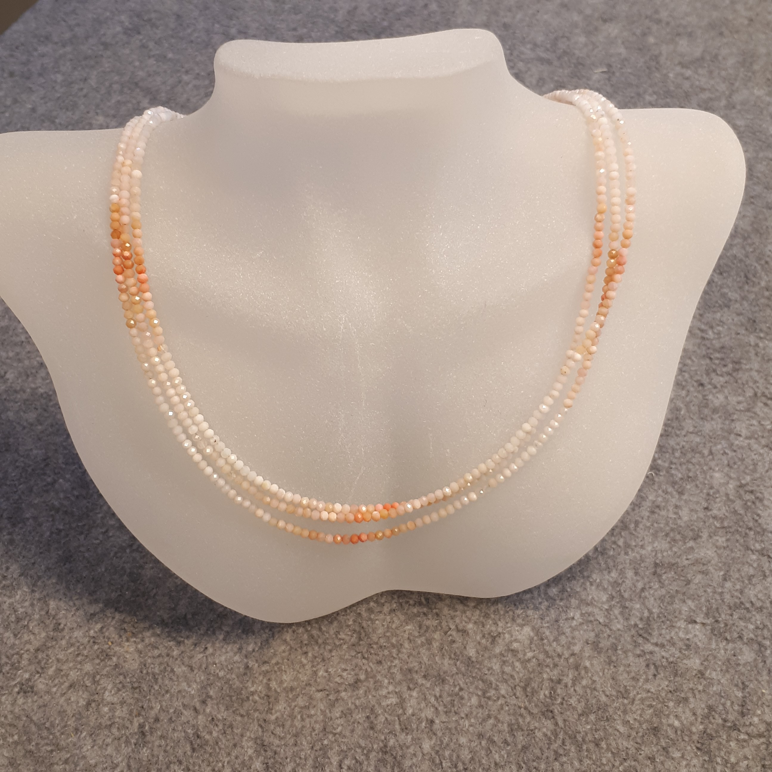 Halsband med rosa opal