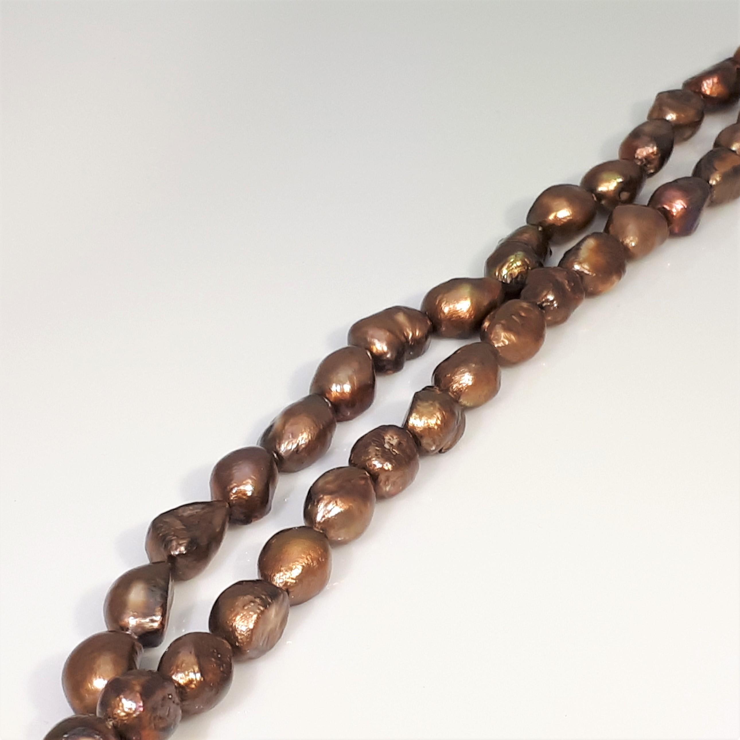 Pärlor på sträng bruna färger
