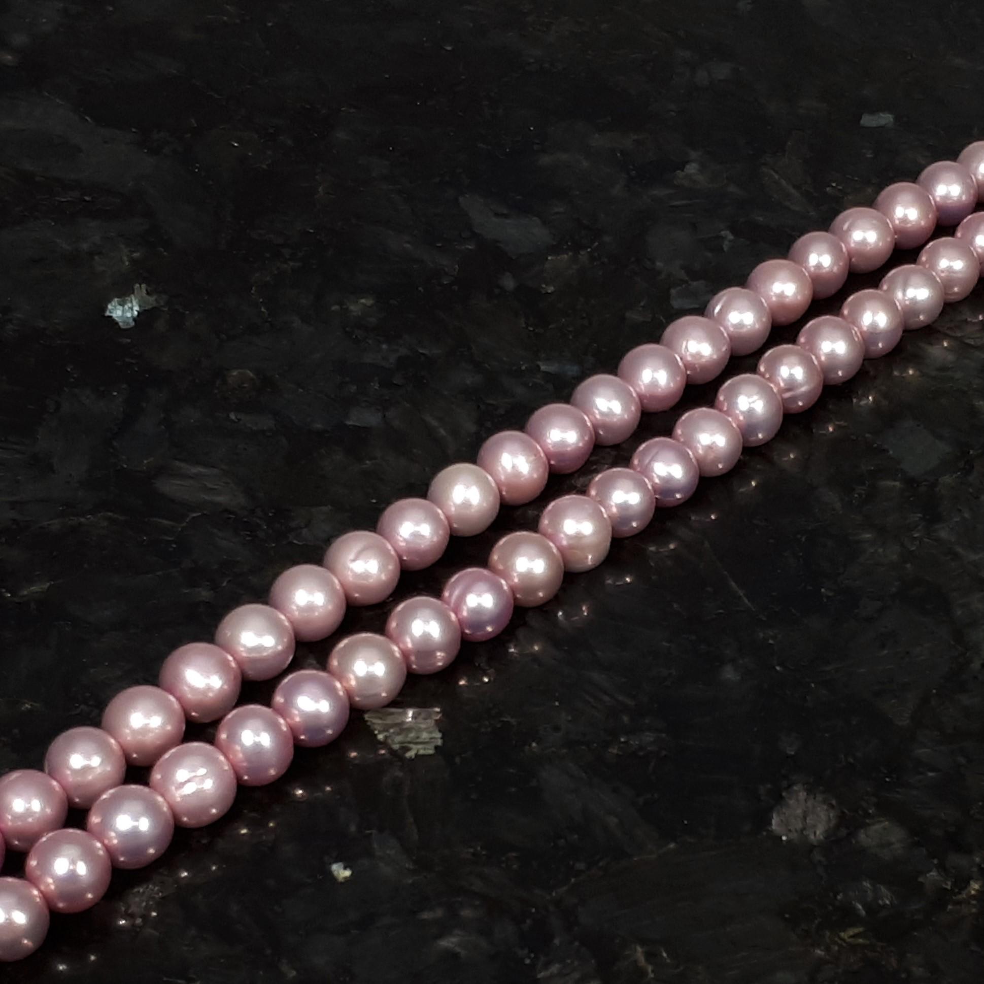 Pärlor på sträng rosa färger