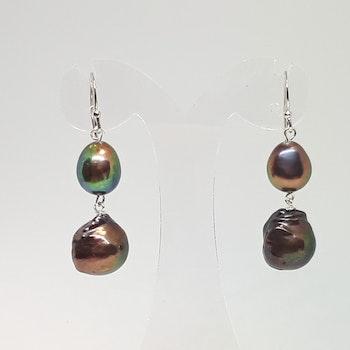 Örhänge med flera grön-bronsfärgade pärlor