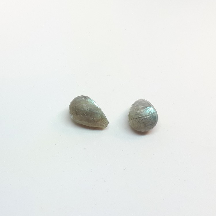 Labradorit stor fasettslipad droppe 10x15 mm