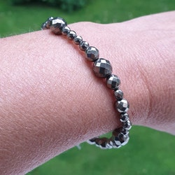 Armband med fasettslipad pyrit