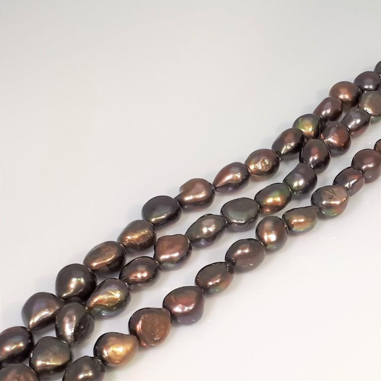 Pärlor på sträng grön bruna färger