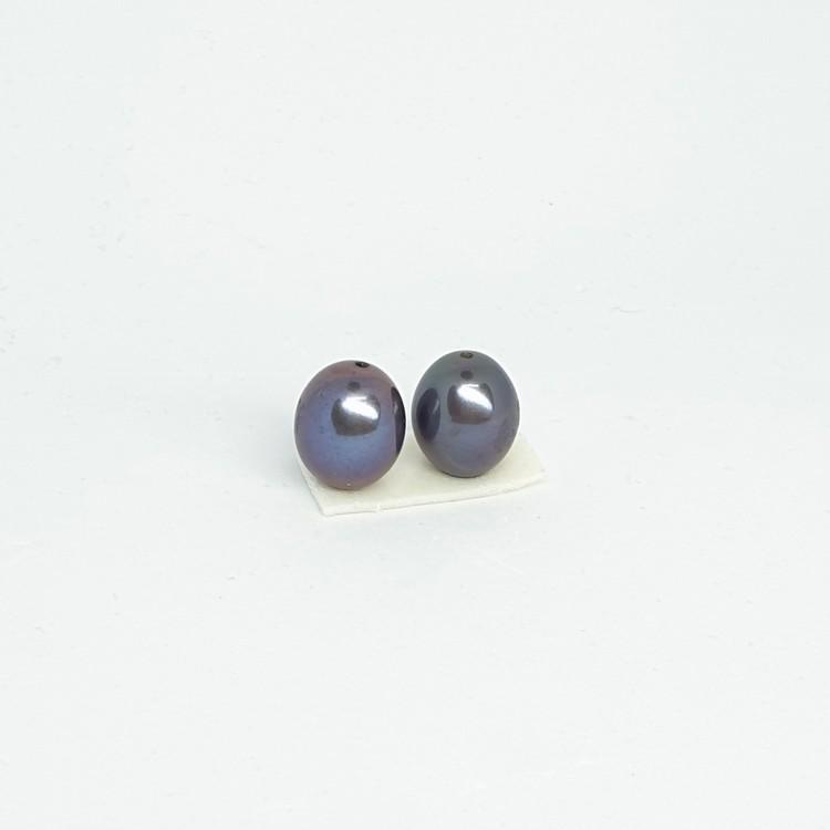 Ett par vackra mörkt blå-gröna ovala pärlor 9,5 mm