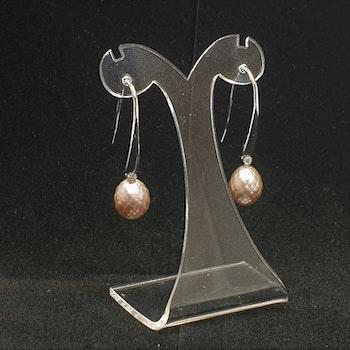Örhängen med fasettlipade rosa pärlor