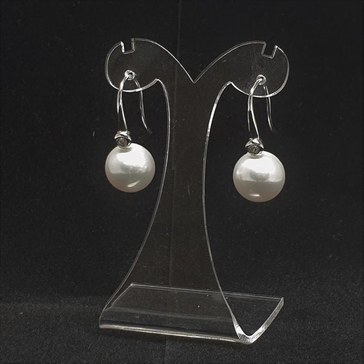 Vita pärlörhängen med vacker silverkrok och lite glitter