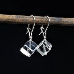 Iskuber i bergskristall på silverkrok
