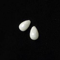 Vit kvarts fasettslipad droppe 13x8 mm