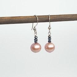Gammelrosa pärlor med spinell