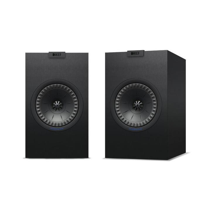 KEF Q150 Minstingen i Q-serien. Det betyder inte att den är liten i ljudet.  högtalaren är tänkt på stativ eller i bokhyllan