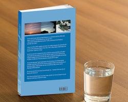 Fysisk pappersbok! De vita linjerna i skyn - En riktigt het bok till specialpris!!